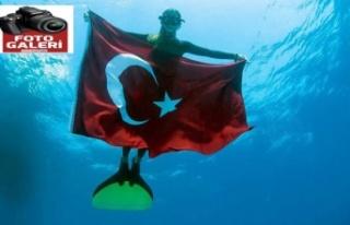 Şahika Ercümen, Bahamalar'da Türkiye rekoru kırdı!