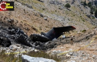 Düşen yangın uçağının enkazı gömüldü