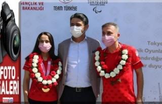Olimpiyat gururlarımız çiçeklerle karşılandı