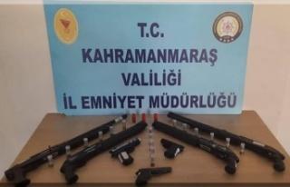 Polis denetimlerinde 14 silah ele geçirildi