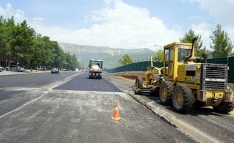 KÇY'ye bağlantı yollarına sıcak asfalt dökülüyor