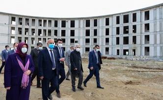 Milletvekili Kılıç, yatımlara ilişkin Rektör Can'dan bilgi aldı