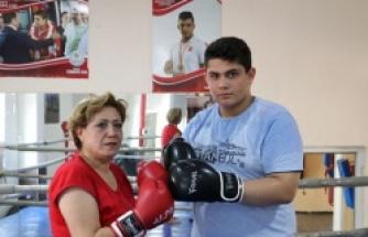 Anneden boksör evlada ringde destek