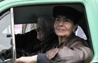 Fatma Girik'e 'Şoför Nebahat'lı doğum günü