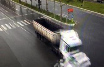 2 kişinin yaralandığı trafik kazası MOBESE kamerasında