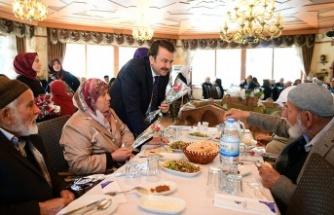 Başkan Erkoç, yaşlılarla bir araya geldi