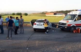 İki otomobilin çarpıştığı feci kaza: 1'i bebek 5 yaralı