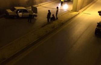 Otomobil alt geçit duvarına çarptı: 3 yaralı