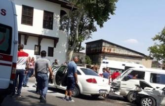 Zincirleme kazada 13 kişi yaralandı!
