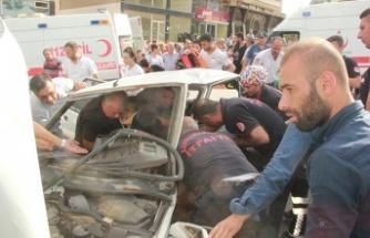 2 otomobil çarpıştı, 8 kişi yaralandı…