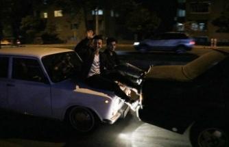 Yakıtı biten otomobili ayakla ittirerek götüren sürücülere 225'er lira ceza