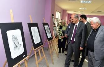Kurs öğrencileri, resimlerini sergiledi