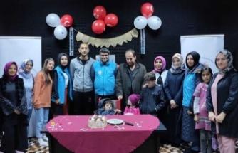 Suriyeli engelli çocuğa doğum günü sürprizi