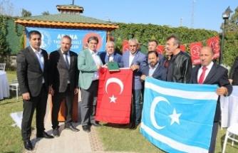 """""""Türkiye, zalimlere karşı erdemin bayrağını taşıyor"""""""