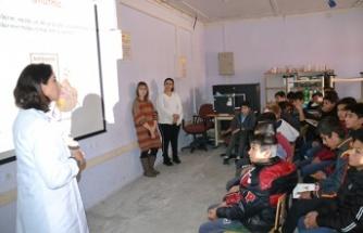 Eczacılık öğrencileri Andırın'da eczacılığı anlattı