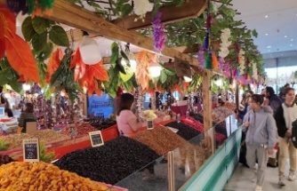 Piazza'da yöresel pazar devam ediyor