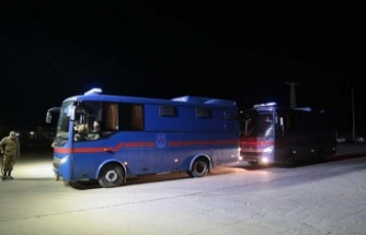 Depremde kısmi çatlaklar oluşan Adıyaman Cezaevindeki hükümlü ve tutuklular naklediliyor