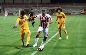 Erhan Kutlu, Kahramanmaraşspor-Sivas Belediyespor maçında…