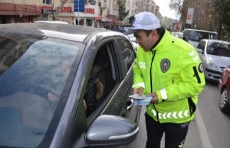 Trafik polislerinden sahada eğitim