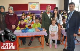 İlkokul öğrencilerinin atkı ve bereleri Elazığ'daki çocuklara gönderdi
