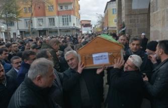 Sinop Valisi Köksal Şakalar'ın annesi toprağa verildi