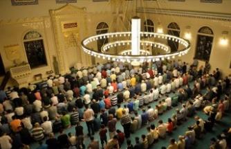 Tüm camilerde 'birlik ve beraberlik' konulu cuma hutbesi okundu