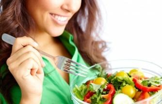 """Kanser hastaları """"Evde izolasyona devam edip sağlıklı beslenin"""""""