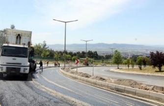 Büyükşehir'den caddelere yol ve refüj düzenlemesi