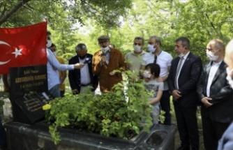Karakoç, vefatının 8. yılında kabri başında anıldı