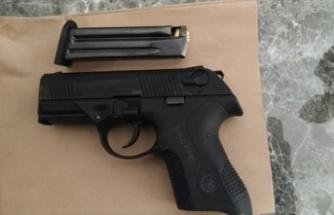 """Siteden tabancayla havaya ateş eden """"maganda"""" gözaltına alındı"""