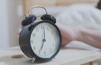 Alarm kurarak uyananlara ertelemeden kalksın