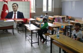 Bakan Selçuk, 2. sınıfların yüz yüze eğitimi için güzel haberi verdi!
