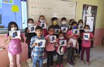 Yeni Dünya Kampanyası'ndailk tabletler çocuklara ulaştı