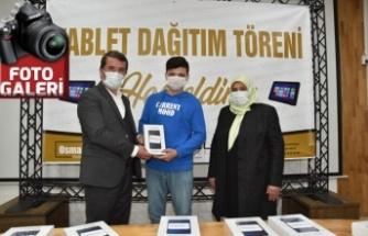 Türkoğlu Belediyesi, 200 adet tablet dağıtımı gerçekleştirdi!