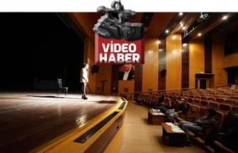Tiyatro okulunda oyuncu seçmeleri heyecanı