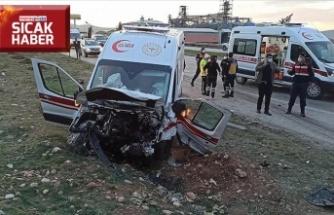 Ambulans ile otomobil çarpıştı: 3 ölü, 3 yaralı