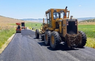 Türkoğlu'nda yolları Büyükşehir yenileniyor