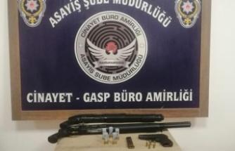 Polis denetimlerinde 16 silah ele geçirildi