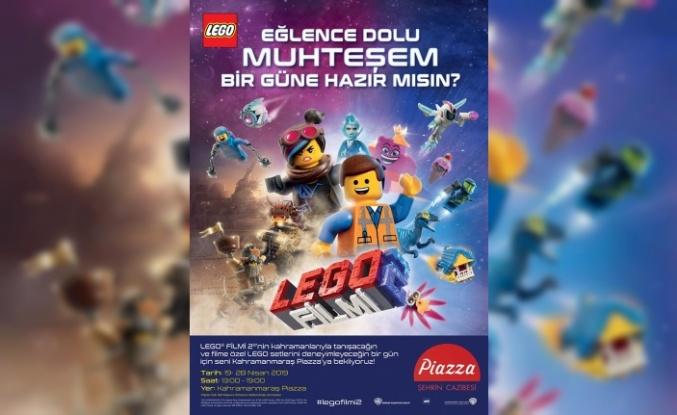 Lego Filmi Kahramanları, Piazza'da