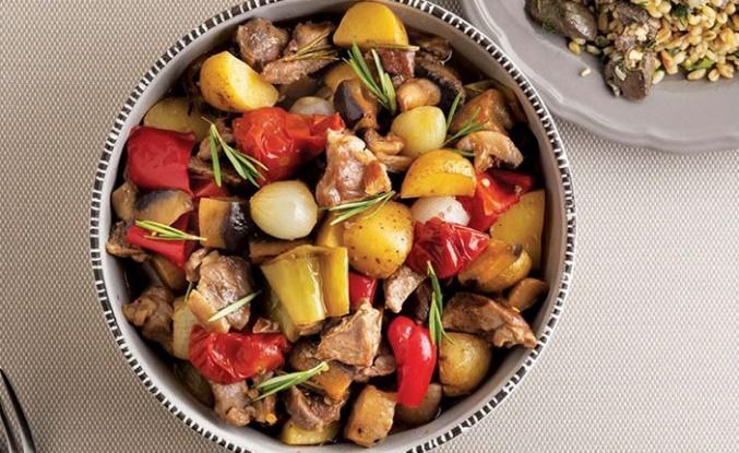 Fırında sebzeli et