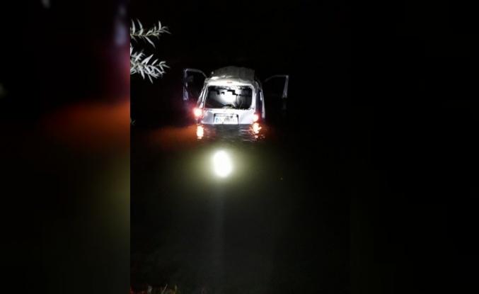 Otomobil dereye uçtu: 3 ölü, 5 yaralı