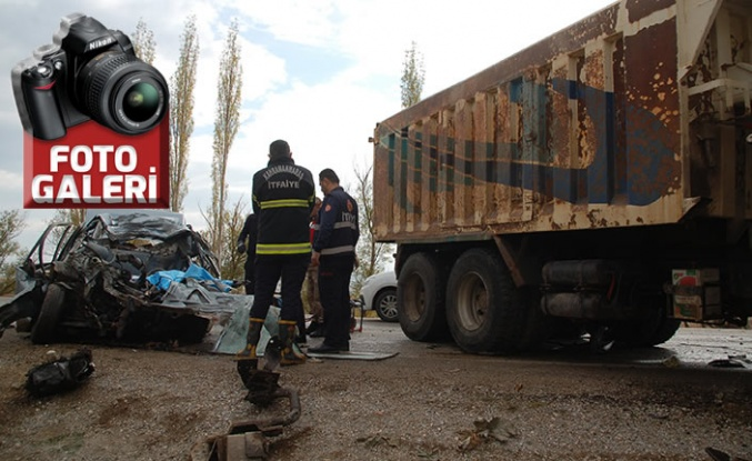 Otomobille hafriyat kamyonu çarpıştı: 1 ölü