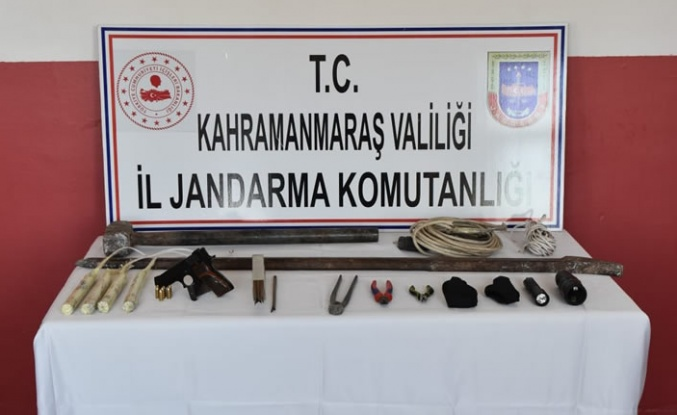 Jandarma, kaçak definecileri suçüstü yakaladı