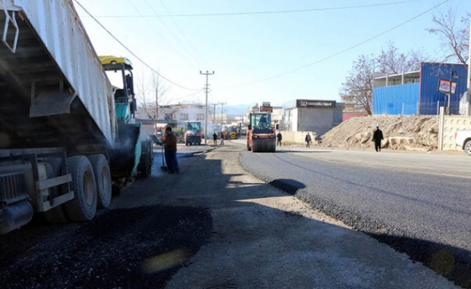 Toptancılar Sitesi Yoluna asfalt seriliyor