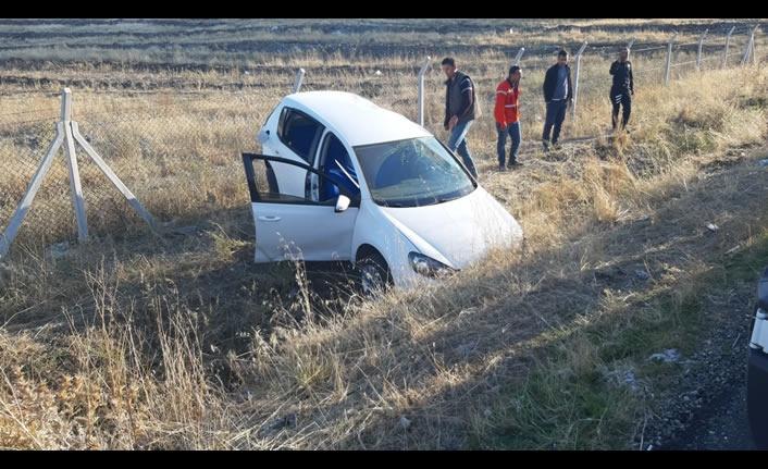Otomobil, şarampole yuvarlandı: 4 yaralı