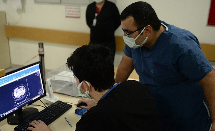 'Bu hastalık genç hastaları da yoğun bakıma götürebiliyor'